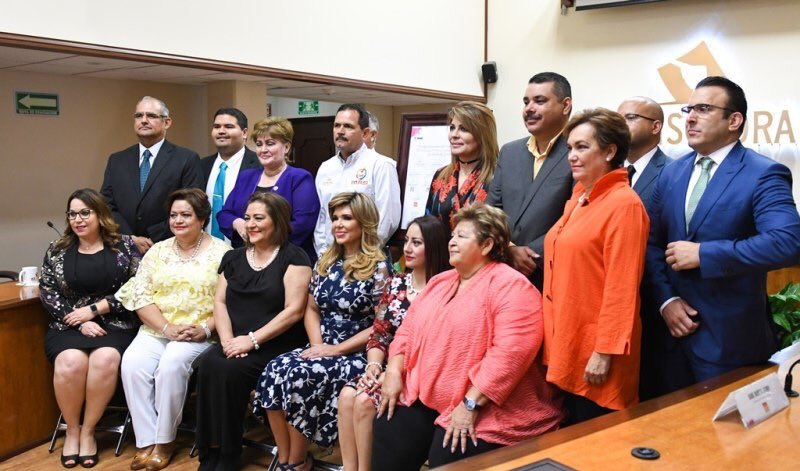 Image result for Firma Gobernadora acuerdo contra violencia política de género